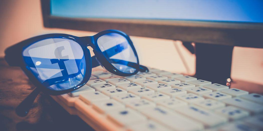 Facebook Brille Tastatur © naito8 - Fotolia.com.jpg