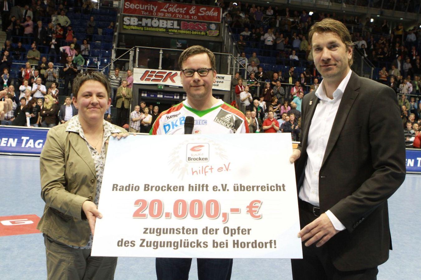 Zugunglück Hordorf Scheckübergabe 20000 Euro.jpg